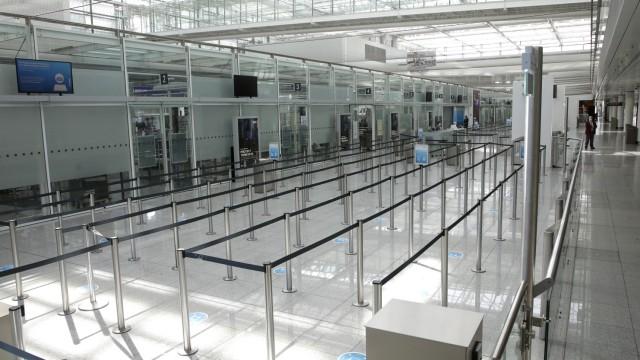 Sicherheitskontrolle am Flughafen München, 2020