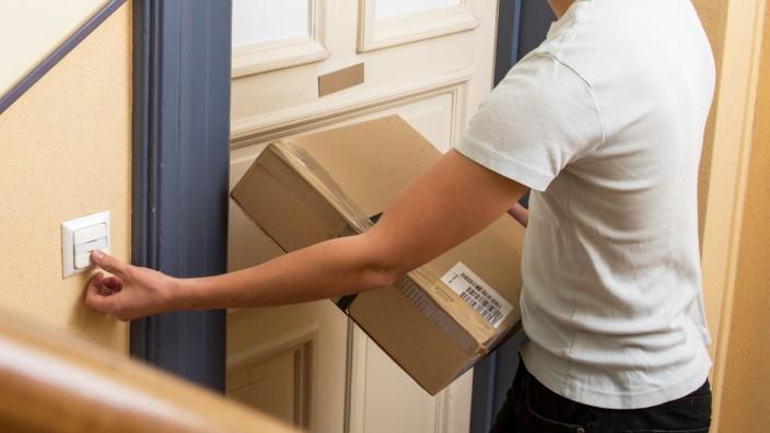 Nichts verpassen: Mit Paketboten Abstellort vereinbaren