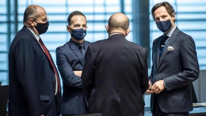 Bundesaussenminister Heiko Maas, SPD, (2.v.l.) reist nach Luxemburg zum Rat fuer Aussenbeziehungen. Hier aufgenommen ku
