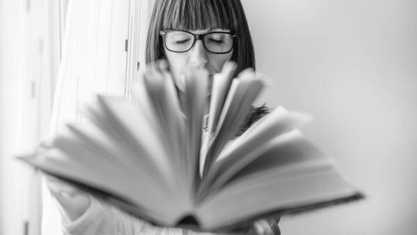 Girl with a reading book Madrid, Community of Madrid, Spain PUBLICATIONxINxGERxSUIxAUTxONLY CR_OSCA200705C-445534-01 ,mo