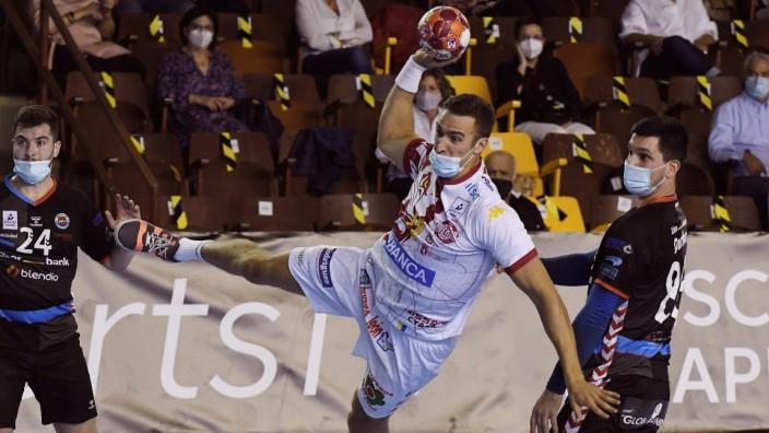 Handball, Spanien, CB Ademar Leon - Balonmano Sinfin, Komplettes Spiel mit Masken LE& 211;N, 10/10/2020.- El jugador del