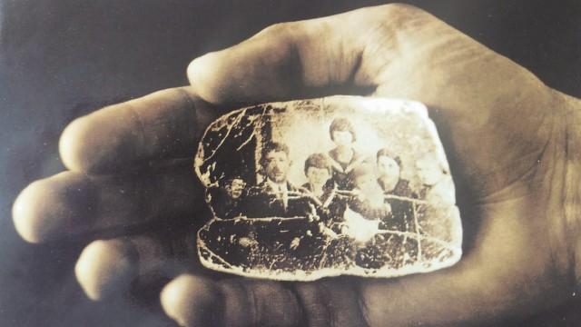 Geschichte: Im Mund verstecktes Familienbild eines Lagerhäftlings.