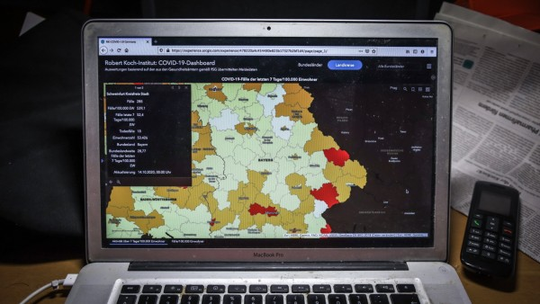Corona Hotspots in Bayern DEU, Deutschland, Bayern, 14.10.2020: Robert Koch-Institut: COVID-19-Dashboard. Inzidenz über; .