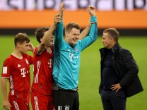 FC Bayern München: Alexander Nübel bejubelt den Supercup 2020 gegen Borussia Dortmund
