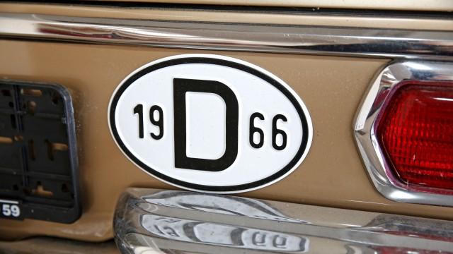 Oldtimer aus Geretsried: Auf die Details kommt es an _ hier ein Mercedes von 1966.