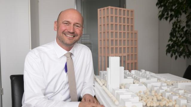 Jürgen Büllesbach, der lange Jahre Chef der Bayerischen Hausbau war und nun Geschäftsführer der Opes Immobilien ist, in der das private Immobilienvermögen des Knorr-Bremse-Hauptaktionärs Heinz Hermann Thiele steckt.