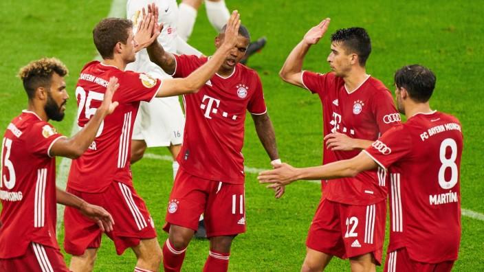 Thomas MUELLER, MÜLLER, FCB 25 celebrates his goal, happy, laugh, celebration, 2-0, 11m, Douglas COSTA, FCB 11 Marc ROC
