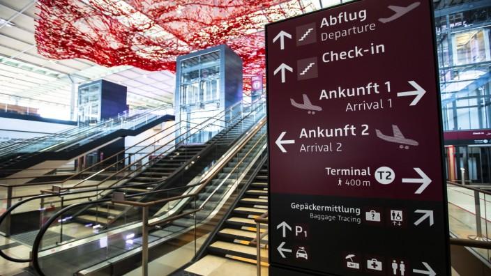 Eingangshalle beim Probebetrieb des Flughafens BER Berlin Brandenburg Willy Brandt in Schoenefeld, Brandenburg am 3. Se