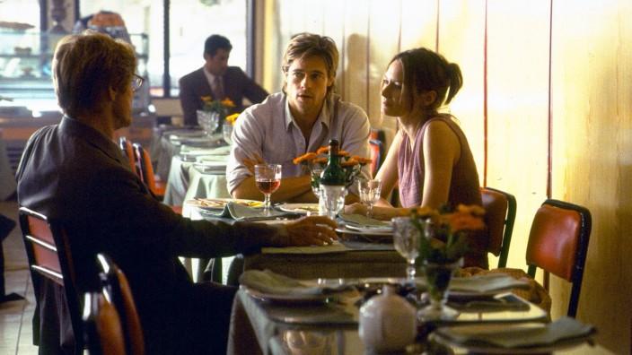 TV-Tipps zum Wochenende: Väterliche Freundschaft im Geheimdienstmilieu: Muir, sein Agent Bishop und dessen Geliebte (v. l. Robert Redford, Brad Pitt, Catherine McCormack).