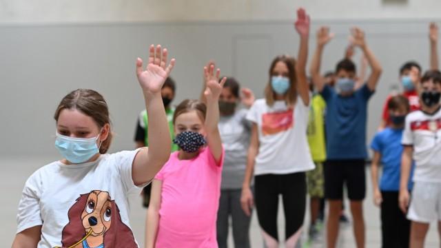 Schulen und Corona: An der Mittelschule Olching wie auch an allen anderen Schulen Bayerns gilt künftig Maskenpflicht, sobald der Inzidenzwert 35 überschritten wird.