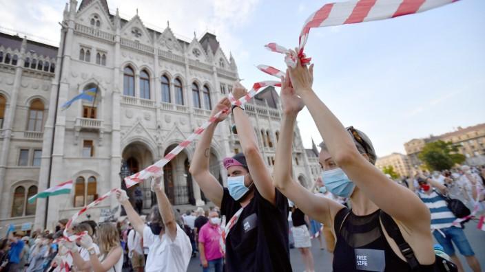 Proteste in Ungarn für Erhalt der  Universitätsautonomie