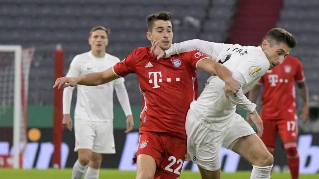 15.10.2020, Fussball DFB-Pokal 2020/2021, 1.Runde, 1.FC Düren - FC Bayern München, in der Allianz-Arena München. v.l. M