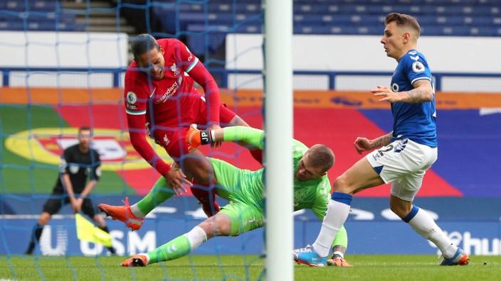 Everton v Liverpool - Premier League - Goodison Park Everton goalkeeper Jordan Pickford challenges Liverpool s Virgil v