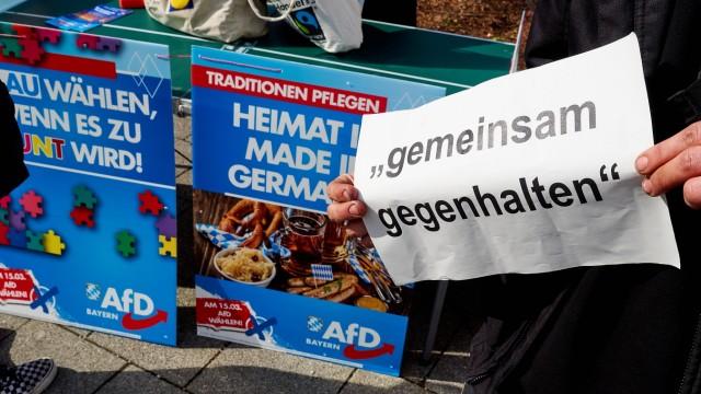 Protest vor AfD-Stand in Grafing, 2020