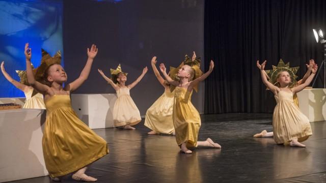 Ballett: Eine Wiese mit diesen Sternenkindern kann wirklich verzaubern, vor allem in Kombination mit sphärischen Klängen.