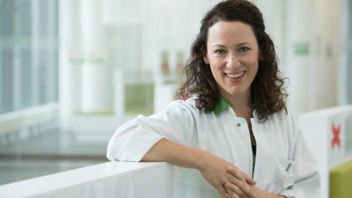 Dr. Marie-Therese Schuster, 39-Jährige Chefärztin der Klinik für Pneumologie/Lungenzentrum, angeblich die jüngste Chefärztin Münchens, Helios Klinikum, Pasing