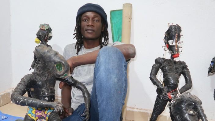 Ibrahim Bemba Kebe und seine Müllplastiken