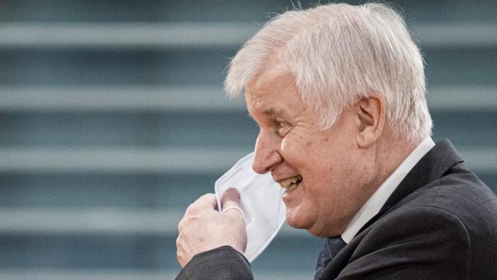 Horst Seehofer, Bundesinnenminister, aufgenommen im Rahmen der woechentlichen Sitzung des Kabinetts in Berlin, 14.10.20