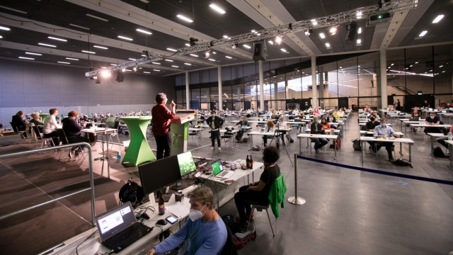 Stadtparteitag der Grünen mit Neuwahl der München-Chefs in der kleinen Olympiahalle wegen Corona, damit die Abstände gewahrt bleiben können