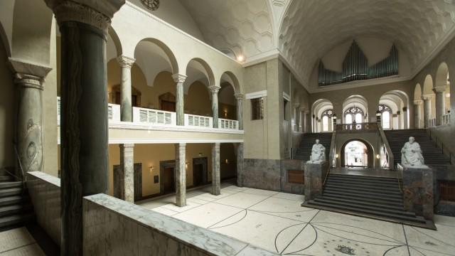 Bei einer Prüfung des Reisekostenwesens der Ludwig-Maximilians-Universität fielen von Herbst 2017 an fünf umstrittene Vorgänge auf.