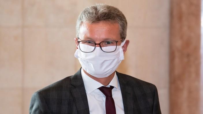 """Wissenschaftsminister Bernd Sibler, hier bei einem Termin Anfang Oktober, möchte mit der Reform """"die ganze Hochschulfamilie"""" mitnehmen."""