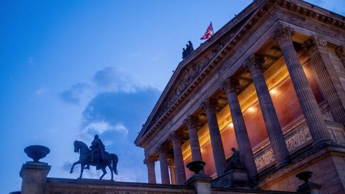 Museumsinsel Deutschland, Berlin, 08.08.2019, Nationalgalerie, am Abend, Reiterstandbild Friedrich Wilhelm IV. auf der