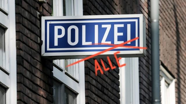 jtzt buzz rassismus studie polizei / Foto: Roland Weihrauch / dpa