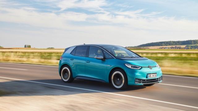Von Handy bis E-Motor: Gibt es Elektrosmog im Auto?