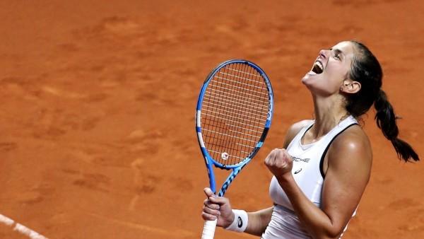 BAU// 22.04.2018 Stuttgart Tennis Fed Cup GER vs. CZE, Schlussjubel von Julia Görges (GER) nach ihrem Sieg *** BAU 22 0