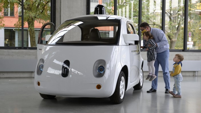 """Kfz-Policen: Spitznahme """"Glühwürmchen"""": Bei autonom fahrenden Autos wie dem """"Waymo Firefly"""" kommt es für Versicherer jetzt verstärkt auf die Übertragung digitaler Daten an."""