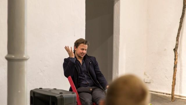 Manuel Strauß, Künstler aus Grafing, Kundenbefragung in der Alten Brennerei, Aktionsraum, Kunstverein Ebersberg