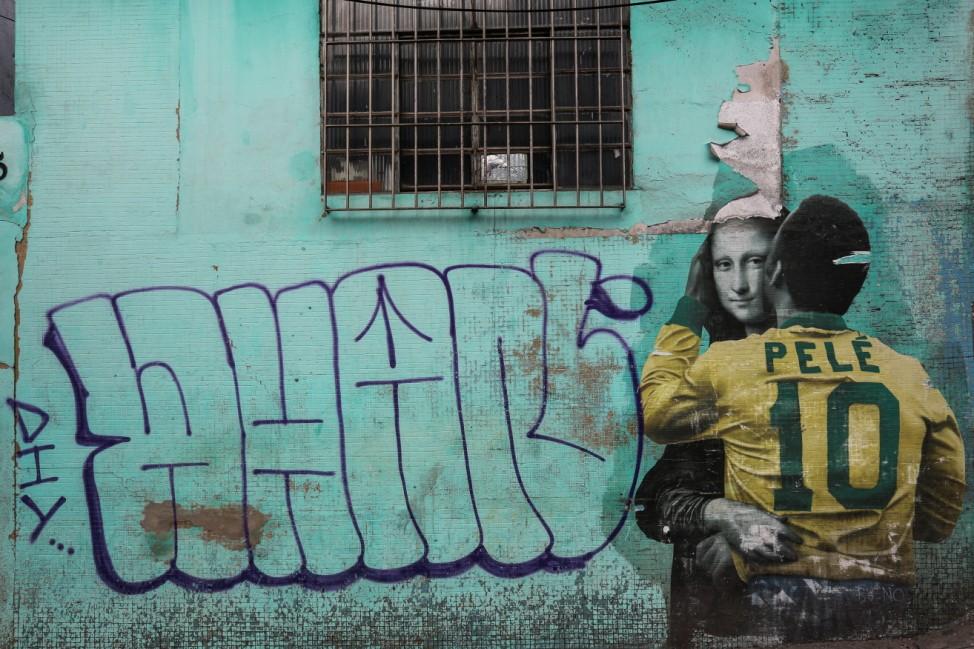 BESTPIX - Exhibit and Urban Art Celebrate Pelé's 80th Birthday Amidst the Coronavirus (COVID - 19) Pandemic