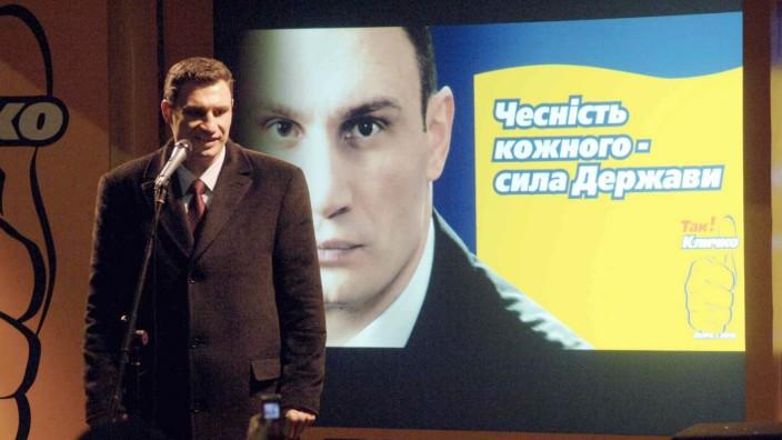 Vitali Klitschko (Ukraine/Pora/Kandidat Bürgermeisterwahl Kiew) anlässlich einer Wahlkampfveranstaltung in Kiew