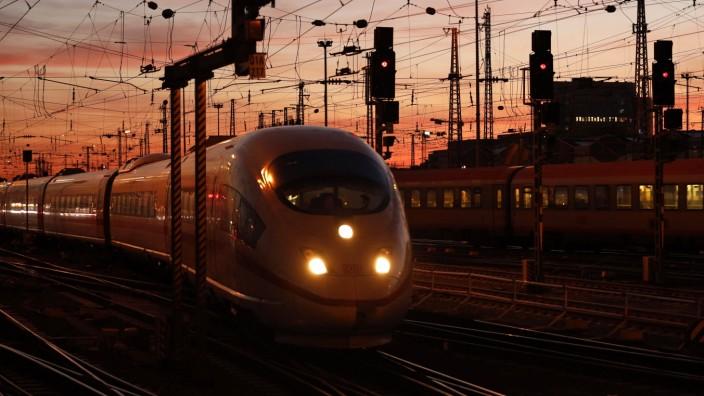Oberleitungen und Gleisanlagen am Hauptbahnhof Frankfurt am Main (Archivbild). Frankfurt, 31.08.2020 *** Overhead lines