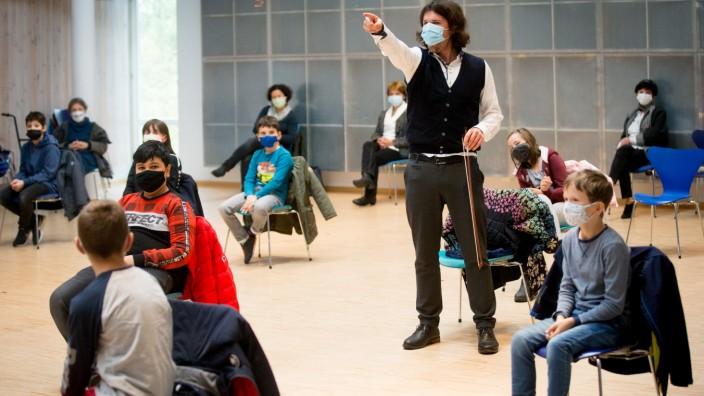 ECHING: Musikschule,  Konzert im Rahmen eines Musikprojekts. Die Mittelschule Eching ist nun 3 Jahre lang 'Musikzentrum', Projekt-Standort, gefördert vom Bayerischen Kultusministerium