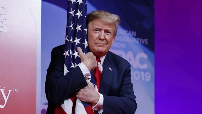Trump spricht politischer Konferenz