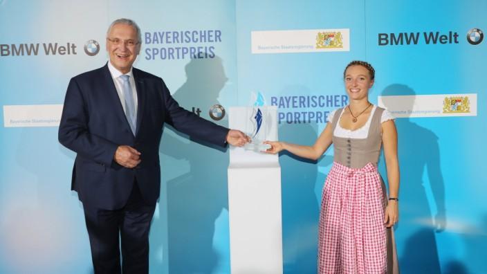 Bayerischer Sportpreis 2020 Innenminister Joachim Herrmann und Katharina Althaus München Bayern Deutschland BMW Welt **