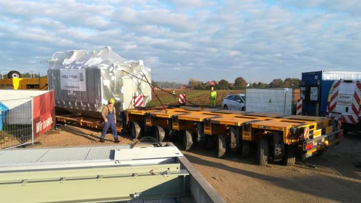Schwertransport liefert 60-Tonnen-Trafo
