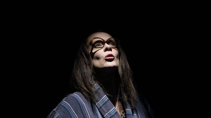 Katja Riemann während der Fotoprobe für das Stück Und sicher ist mit mir die Welt verschwunden im Maxim Gorki Theater B