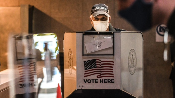 New York Begins Early Voting