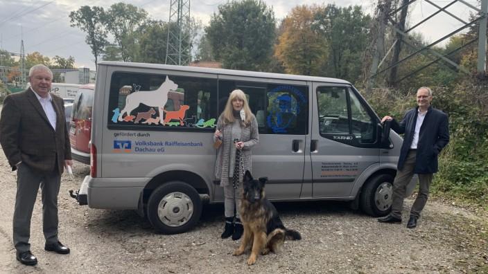 Volksbank spendet an Tierheim