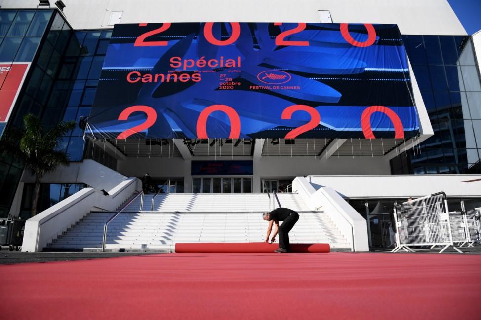 BESTPIX - 'Special Cannes 2020 : Le Festival Revient Sur La Croisette !' : Installation Of The Official Poster Of The Cannes Film Festival