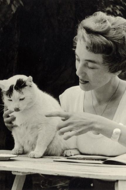 Maria Dessauer: Am Beginn ihrer Laufbahn versuchte sie sich selbst als Schriftstellerin, wurde dann Lektorin und Herausgeberin: Maria Dessauer im Jahr 1956.