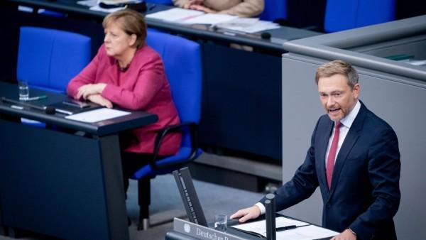 Corona-Debatte im Bundestag: Christian Linder (FDP) kritisiert die neuen Corona-Maßnahmen