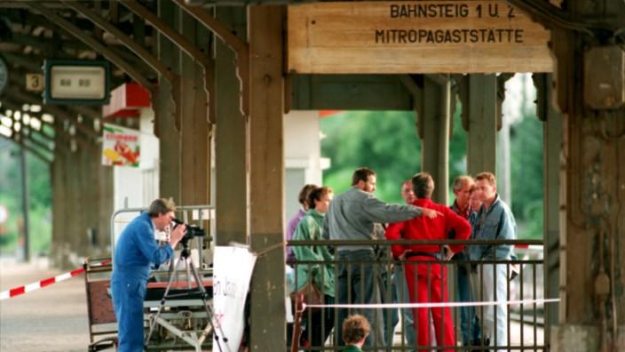 Journalismus: In Bad Kleinen starben am 27. Juni 1993 der RAF-Terrorist Wolfgang Grams und der GSG-9-Beamte Michael Newrzella.