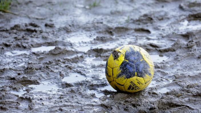 Corona-Pause für Freisings Kicker: Schlechtes Wetter und schlechte Aussichten - für die Fußballer läuft es wie für alle anderen Amateursportler in diesem Corona-Jahr nicht rund.