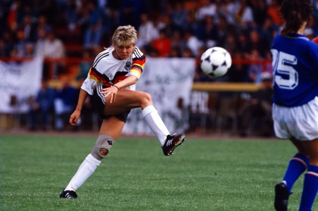 Silvia Neid geb 02 05 1964 ist eine frühere deutsche Fußballspielerin und Trainerin sie absolvierte
