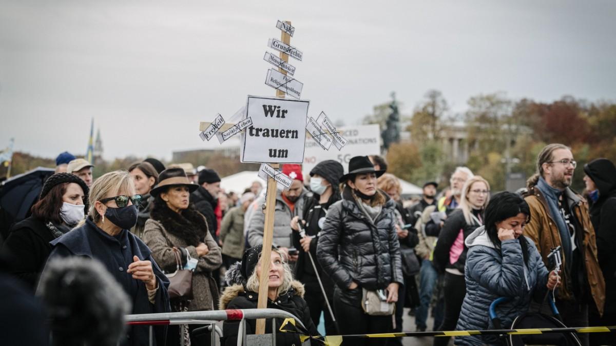 München: Querdenker bezeichnen Corona-Demo als Messe