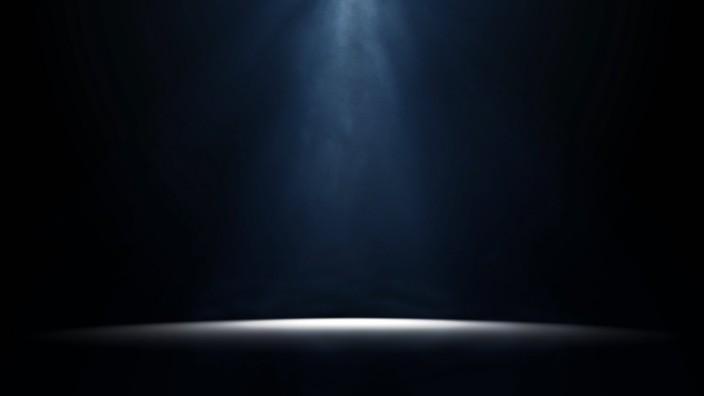 Scheinwerfer auf einer Buehne moody stage light background BLWS515195 Copyright xblickwinkel McPHOT