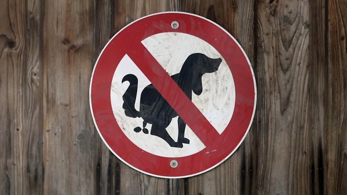 Hinweisschild für Hundebesitzer in München, 2020